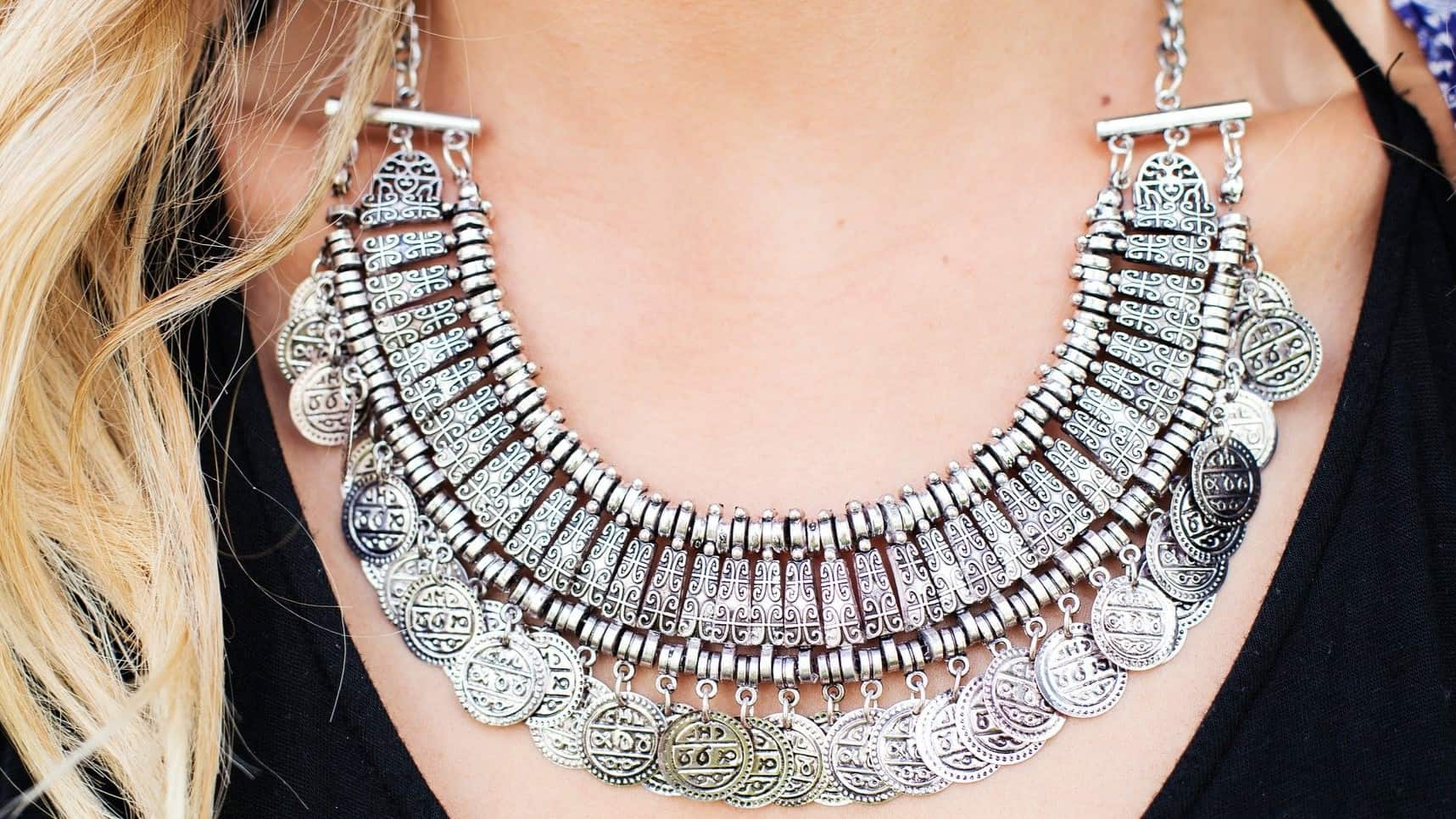 6 Ways to Properly Wear Your Silver Jewellery