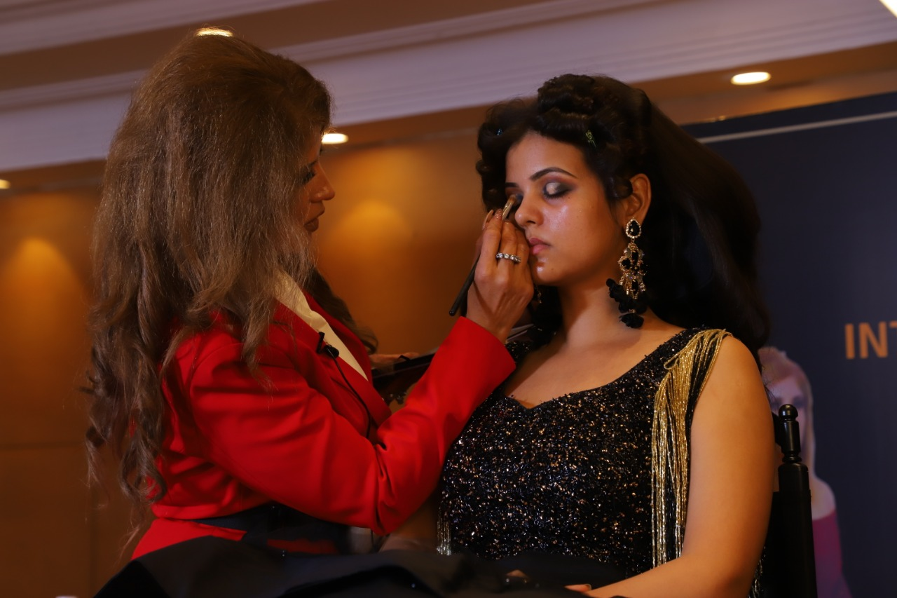 Makeup Artists: A Hired Staff That Will Make Your Event Extraordinary