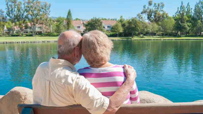 The 6 Main Advantages of Choosing Senior Living Communities for Your Loved One