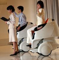 Toyota-robots-2010-mobility.jpg