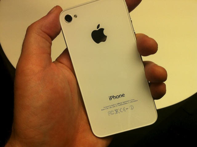 iPhone-4s-hands-3.JPG