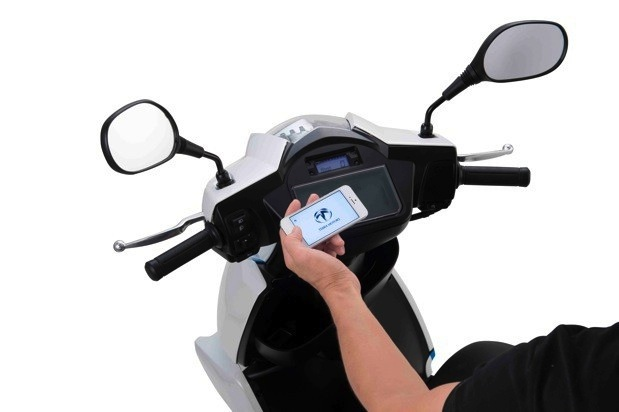 terra-scooter-smartphone-connection.jpg