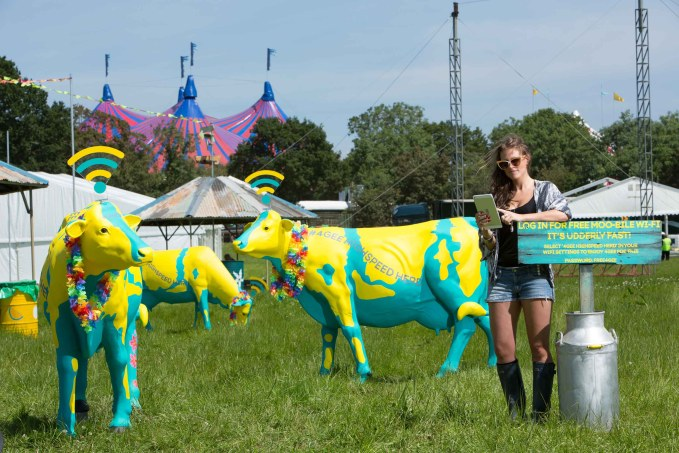 EE-Highspeed-Herd-and-Festival-goer1