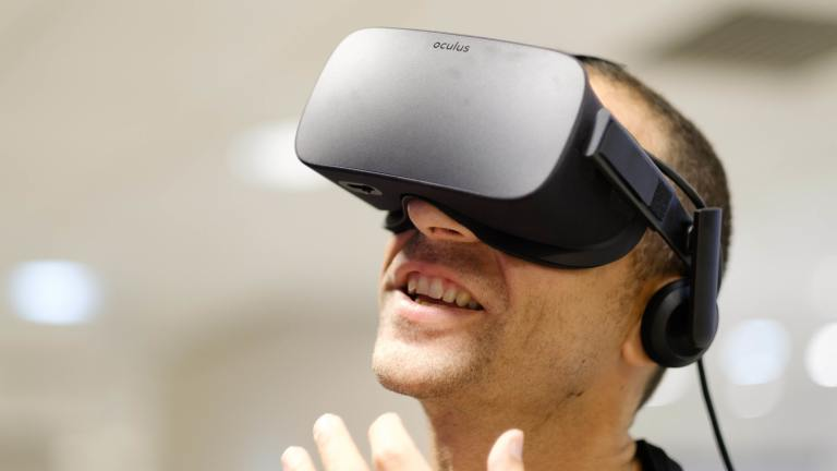 Virtual reality may help ease chronic pain, study suggests