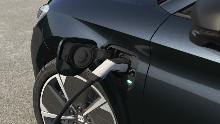 Four winter rules for a plug-in hybrid car