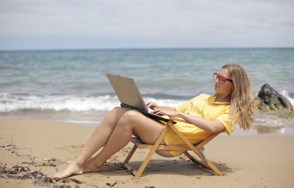 4 in 10 Brits would like to 'work from home' abroad