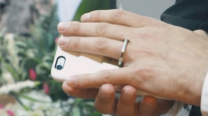 a man married a Smartphone in Las vegas
