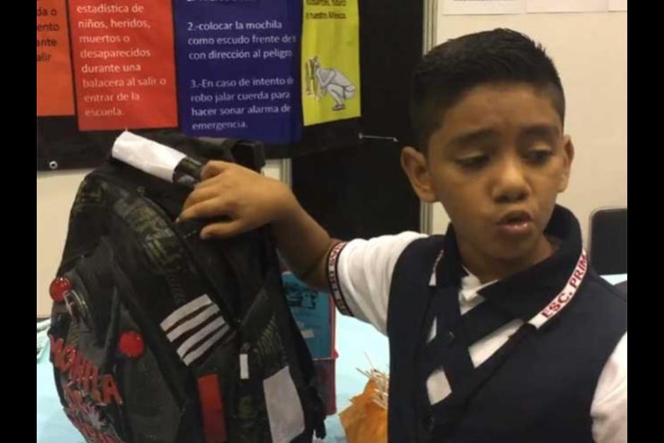 Menino de 11 anos criou uma mochila à prova de bala