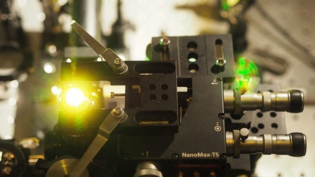 This optical super-resolution microscope patented by UBC allowed researchers to observe virus-like particles at higher resolutions than they could have just five years ago