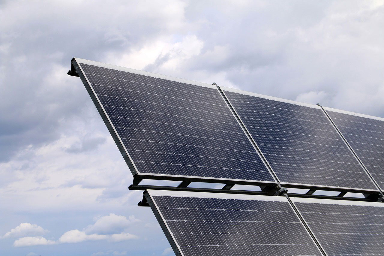 Technoeconomic: Slimming down the solar cells
