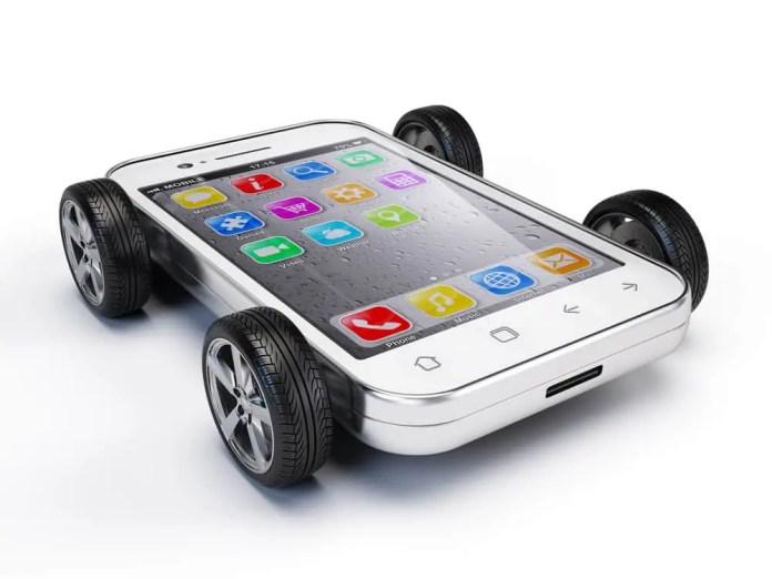 Smartphone on wheels. Sashkin / Shutterstock.com