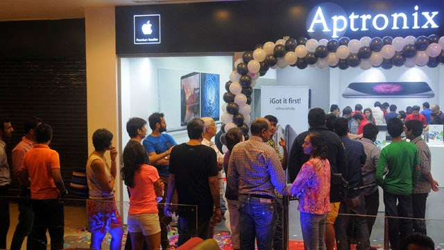 04_Launch-of-iPhone-6-iPhone-6-Plus