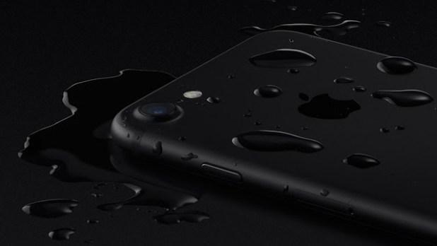 Apple-iPhone-7-water-resistant