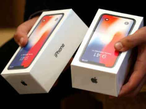 """<img src=""""/Man carrying 11 units of iPhone X in Mumbai Airport India"""" title=""""In The Mumbai Airport of Man carrying 11 units of iPhone X"""" width=""""380"""" height=""""285"""" />"""