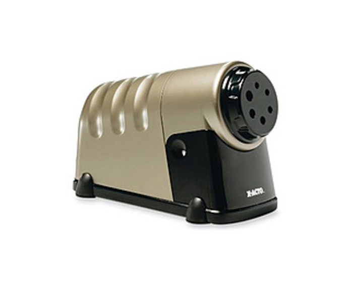 The X-Acto 79946016062 Commercial Electric Pencil Sharpener features carbon steel sharpened blades and sturdy construction. So you get industry-leading durability and a perfect point every time.