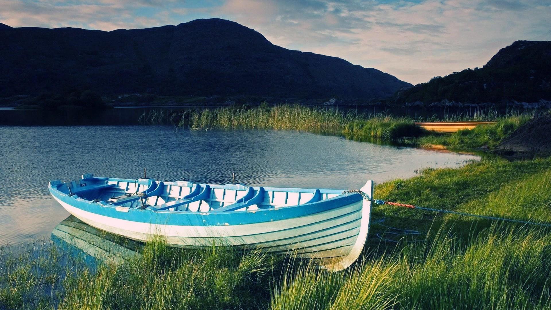 Boat Lake Wallpaper