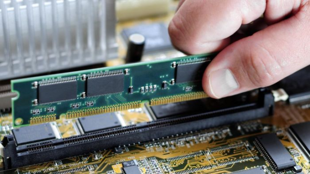Difference Between RAM and ROM History