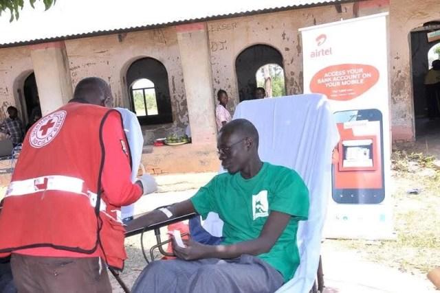 A Hind's feet volunteer donates blood at the air tel community health fair in Arua