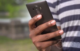 LG G4 review hardware using in hand