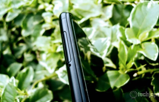 Tecno Spark 2 Review: Bright cameras Light Up  Tecno Spark 2