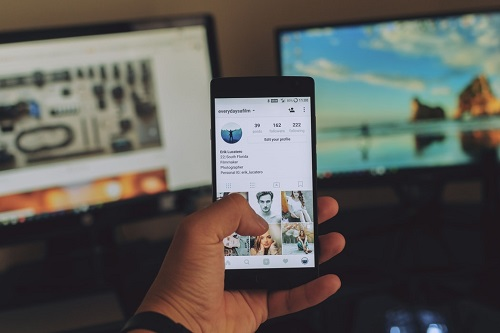 Instagram how to repost story on your story