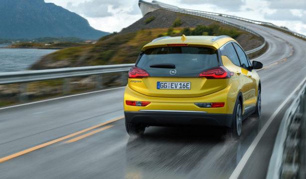 TechnoBlitz.it Opel Ampera-e, 150 Km di autonomia in 30 minuti  TechnoBlitz.it Opel Ampera-e, 150 Km di autonomia in 30 minuti