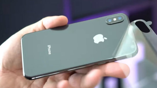 Le vendite di iPhone X continuano a diminuire, anche per le feste