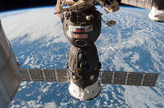 soyuz spacecraft - space debris emergency routine