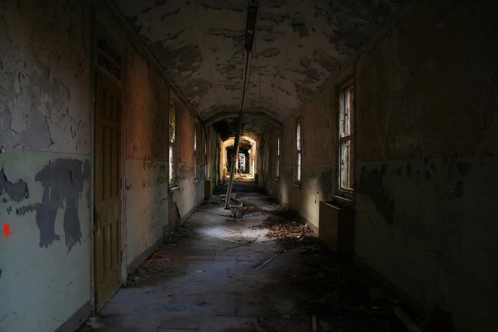 Delusional abandoned mental asylum Sussex -The 10 Most Scary Places On The Earth-10