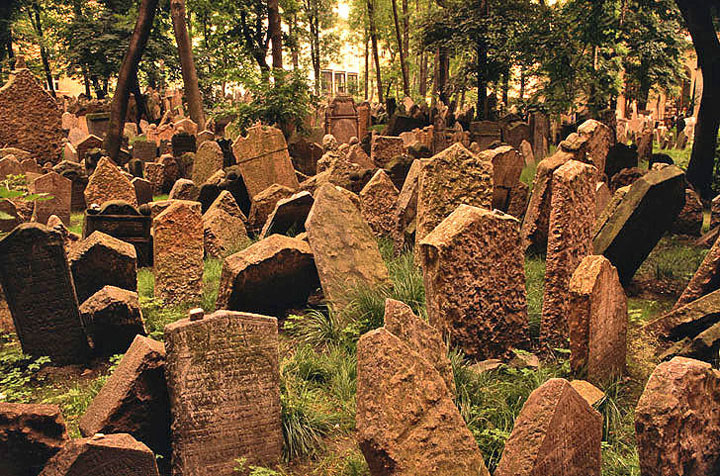 11 juxtaposed cemeteries of Prague-The 10 Most Scary Places On The Earth-22