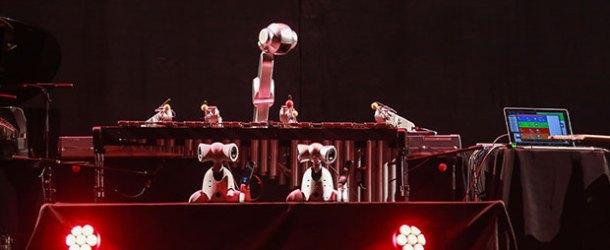 Vodafone Dijital Dönüşüm Zirvesi'ne Shimon Robotları damga vurdu