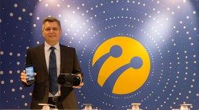 Turkcell yeni telefonu T80 ve Turkcell VR'ı tanıttı