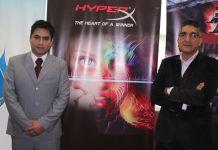 Jimmy Guevara de MasGamers y César Spanchez de HyperX