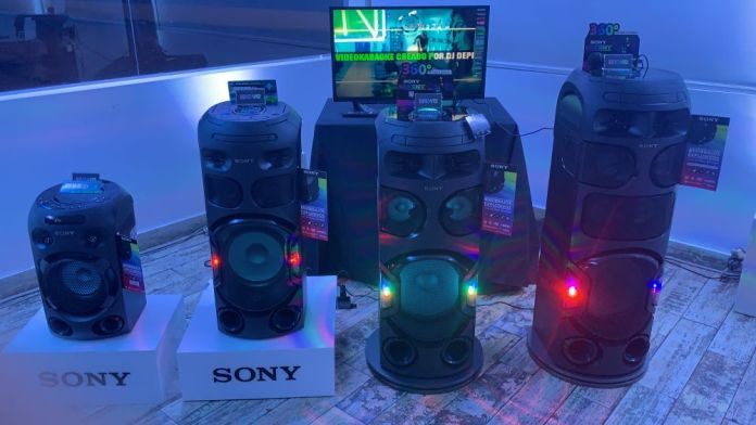 Vive fiestas con 360 grados, increíble sonido e iluminación con los modelos V82D y V72D.