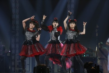 babymetal-world-tour-2016-legend-metal-resistance-black-night-004