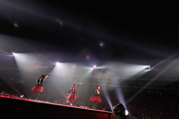 babymetal-world-tour-2016-legend-metal-resistance-black-night-008