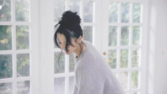 Yajima Maimi - ISEKI「街 feat.矢島舞美」MV (2017年10月25日発売『AOR FLAVA -silky red-』収録)_008