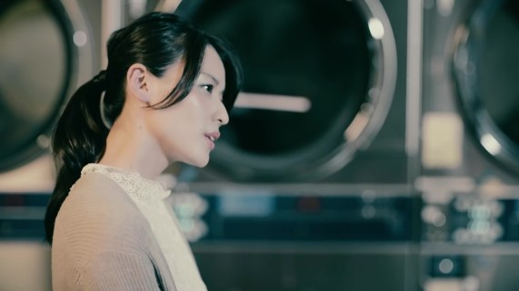 Yajima Maimi - ISEKI「街 feat.矢島舞美」MV (2017年10月25日発売『AOR FLAVA -silky red-』収録)_017