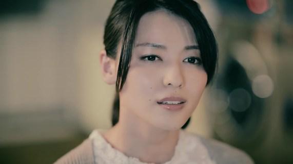 Yajima Maimi - ISEKI「街 feat.矢島舞美」MV (2017年10月25日発売『AOR FLAVA -silky red-』収録)_018