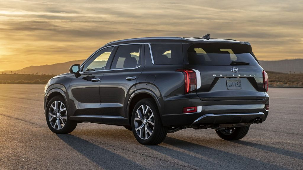 The Palisade which is the best car that Hyundai offers at the moment in international markets. The Hyundai Palisade gets what is plainly the boldest and greatest falling grille on a Hyundai till now