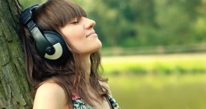 listening music Tips To Keep Your Headphones Safe And Sound