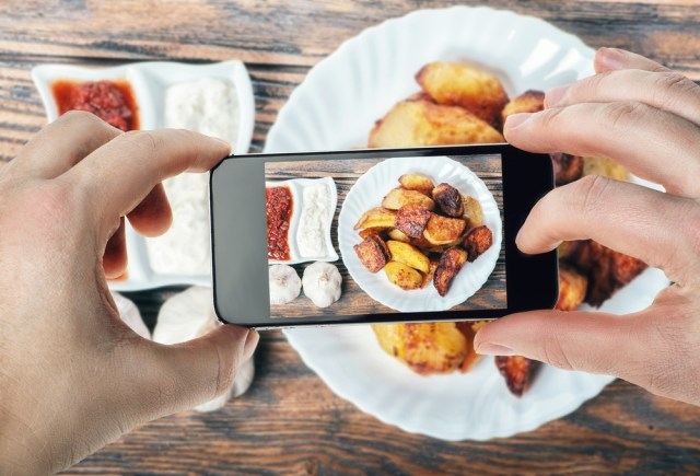 mobile How to take really tasty pictures of food using a cell phone