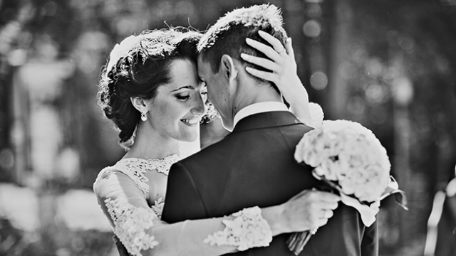 Natural Interaction 7 Posture Ideas for Wedding Photography