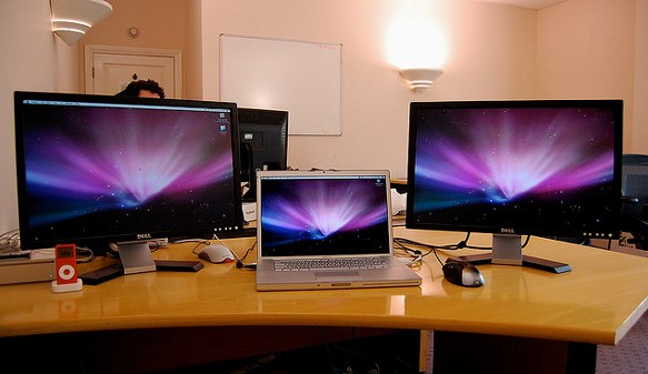 3 Stylish Mac Setups on Computer Desk