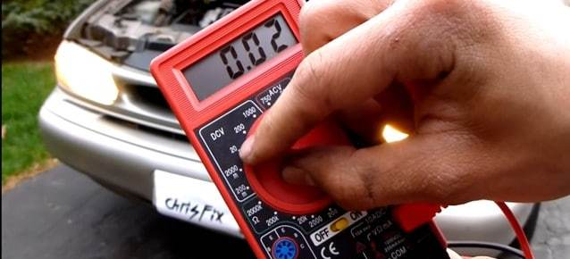 Test a battery with multimeter