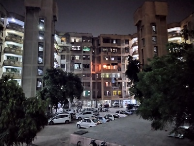 Details and exposure are skewed in this Nightime photo from the Nokia 7.2