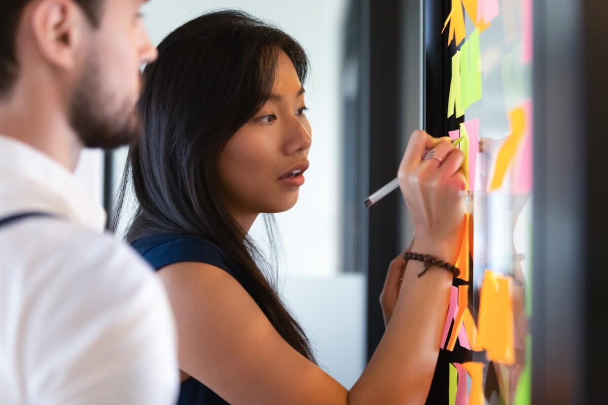 teamwork-office-space-meeting-whiteboard.jpg