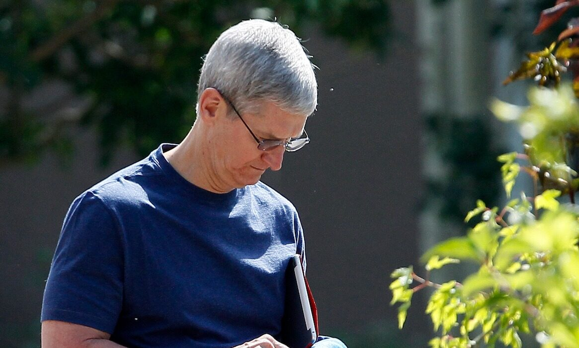 CEO Apple - Tim Cook.