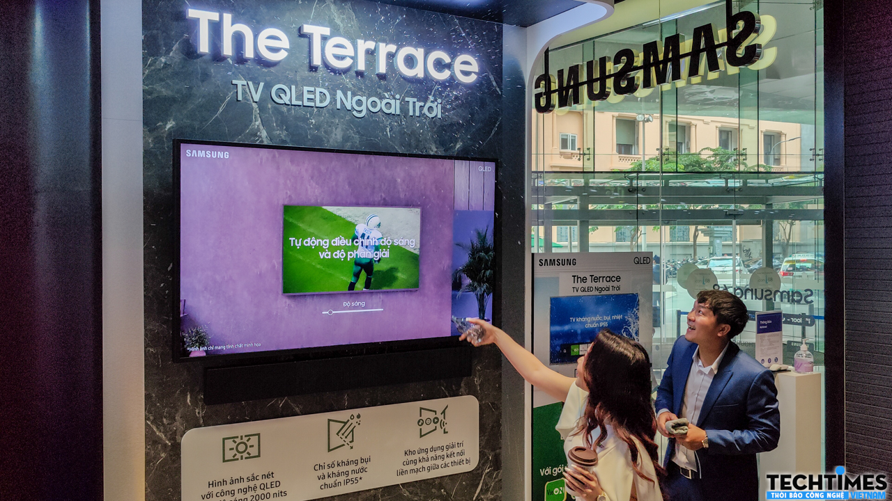 Experience The Terrace TV dust and water resistant at Samsung 68