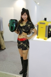 Computex2014-Booth-babes-P114